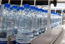 Il business dell'acqua nelle bottiglie di plastica