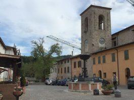 La piazza centrale del piccolo paesino di Muccia (MC), prima del terremoto di questa mattina