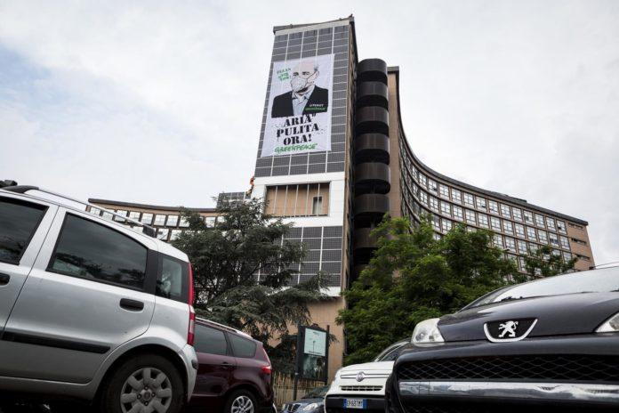 Smog, Greenpeace scala il palazzo della Regione Lazio