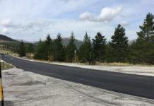 Strada asfaltata a Frontignano, nel Parco nazionale dei Monti Sibillini