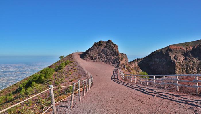 Sentiero sul cratere del Vesuvio