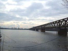 Il fiume Po al ponte della Becca in un'immagine d'archivio