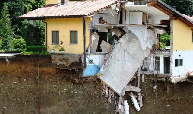 Villa Rovelli (Somma Lombardo), franata a causa di una perdita nelle condutture fognarie circostanti nel 2012
