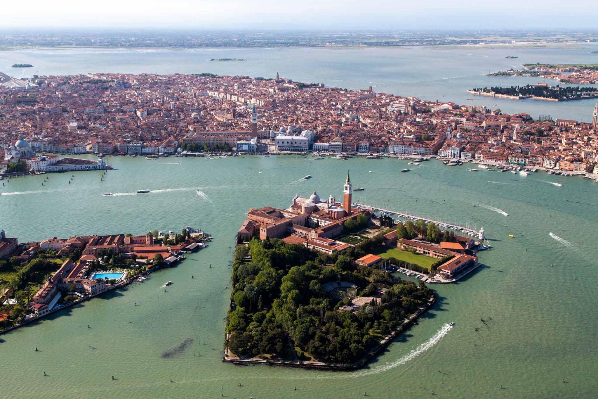 """""""Ecografia"""" al fondale della Laguna di Venezia: l'impatto dell'uomo tra erosione e rifiuti"""