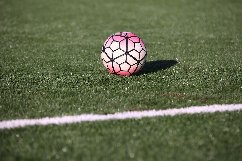 Campo da calcio realizzato con pneumatici fuori uso