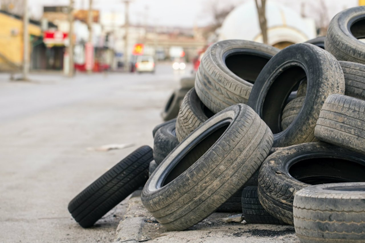 Discarica abusiva di pneumatici fuori uso